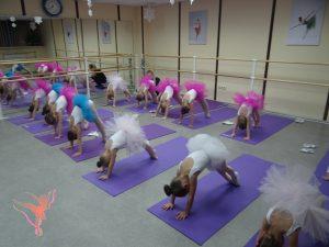 Старания девочек в академии балета ФУЭТЕ